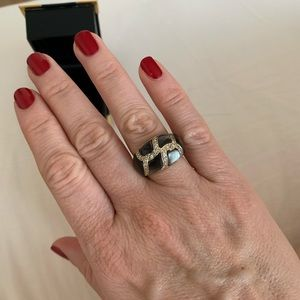 Jewelry - 18k gold, diamonds and mother of pearl dome ring